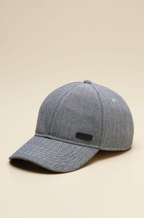 CAP WITH FABRIC TEXTURE DETAIL